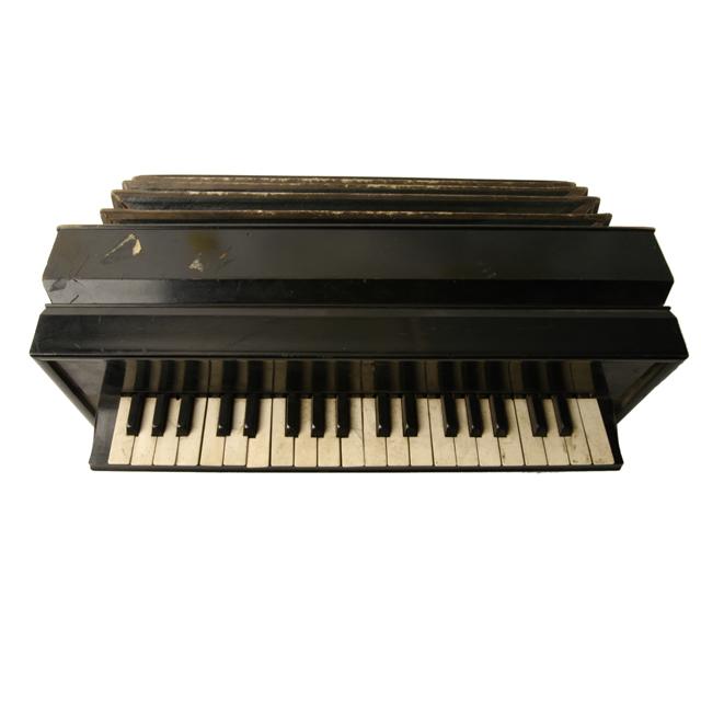 harmoniflute; lap organ