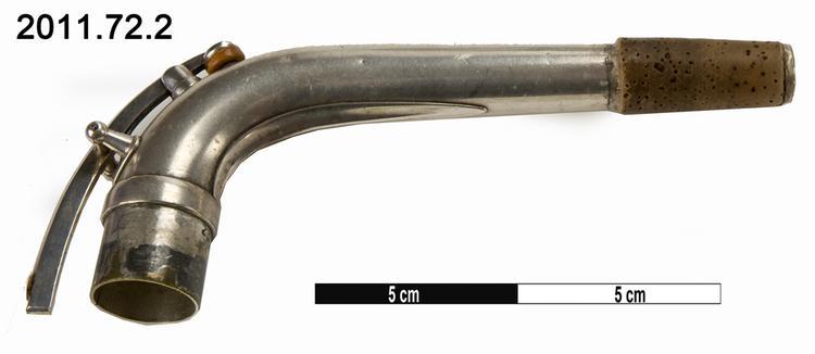 crook (element of musical instrument); saxophone
