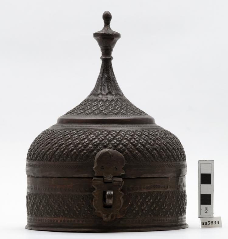 betel case; areca nut container