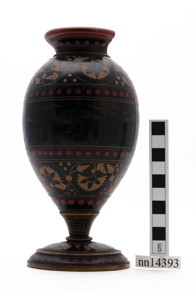 vase (household miscellany)