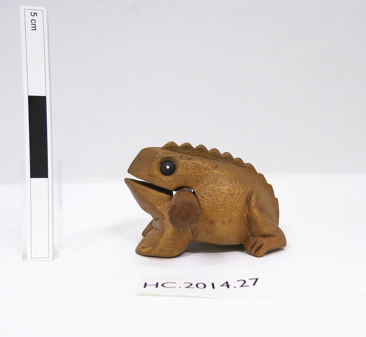 Lateral view of whole of Horniman Museum object no HC.2014.27