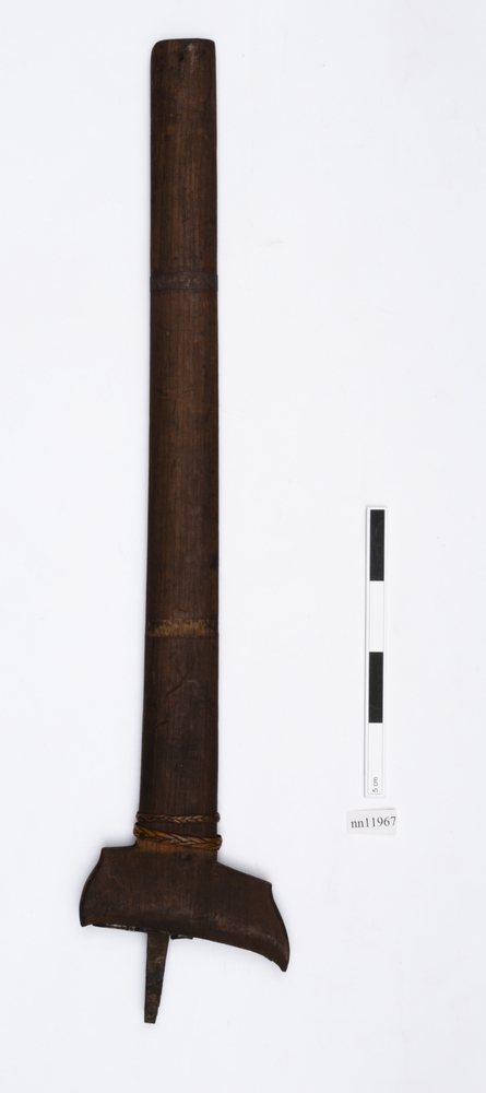sword (weapons: edged); sword sheath (sheath (weapons: accessories))