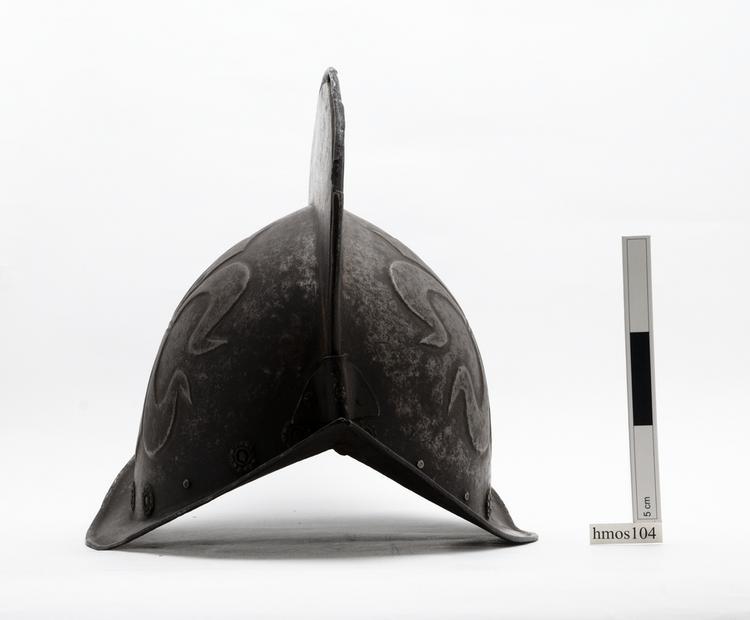 helmet (headwear (armour: body armour))