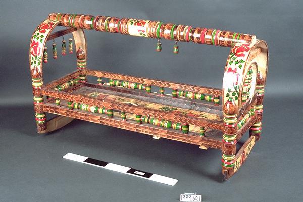 cradle (furniture)