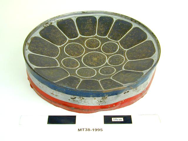 Frontal view of object no. MT38-1995.