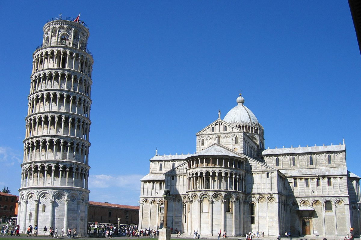 Leaning tower of pisa and church