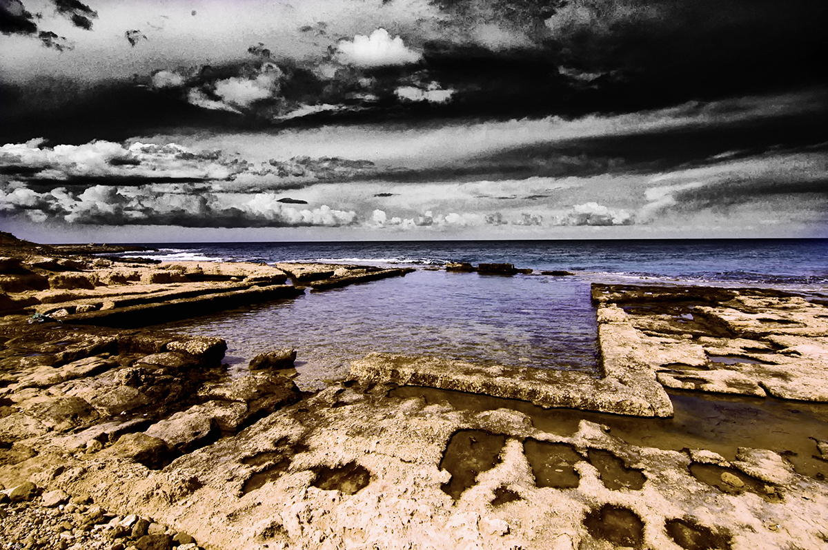 A stylised picture of a ruined roman sea pond